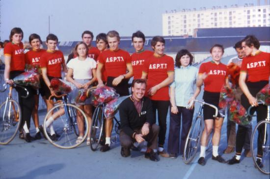 1972 l'ASPTT Nantes au vélodrome d'Angers (dont Yvon Bertin futur pro)