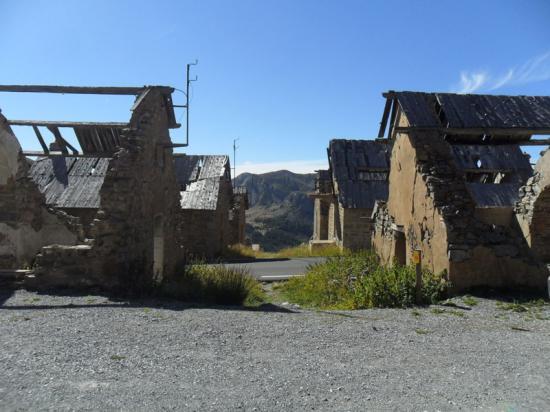 Le camp des fourches dans la montée du col de la Bonette