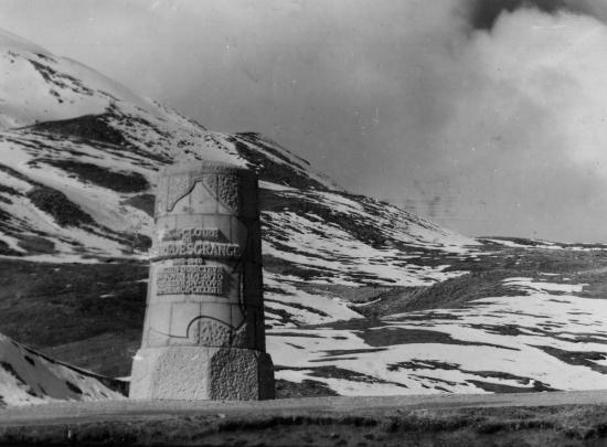 col du Galibier (2 556 m) le monument à Henri Desgranges